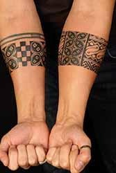 Tatouage homme avant bras bracelet